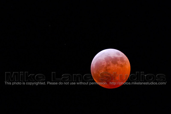 Image of the lunar eclipse on March 3rd, 2007.  Yes, it really was that red.